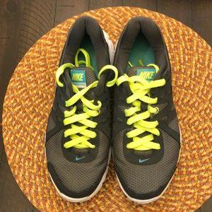 Nike Revolution 2 charcoal gray women's